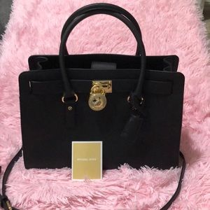 Black Michael Kors Tote with detachable strap